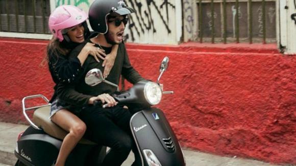 Tini y Sebastián Yatra se cayeron de una moto. Foto: Instagram