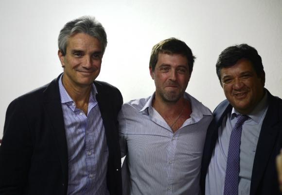 José Decurnex (Nacional), Ignacio Alonso y Jorge Barrera (Peñarol). Foto: Gerardo Pérez