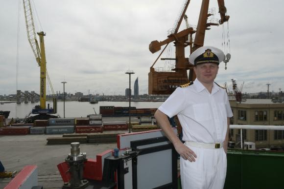 Matthew Syret es el capitán del HMS Protector. Foto: Leonardo Mainé