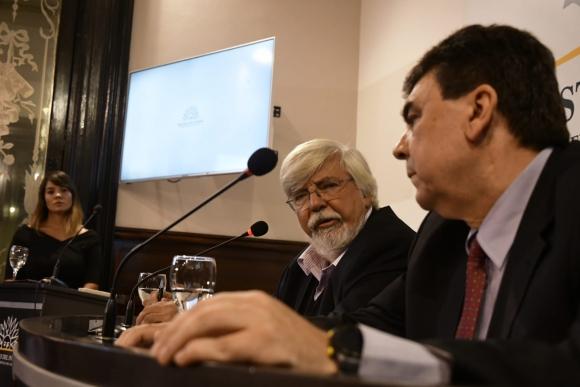 Eduardo Bonomi y Mario Layera durante la conferencia. Foto: Fernando Ponzetto.