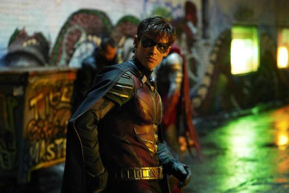 Brenton Thwaites interpreta a Richard Greyson, también conocido como Robin. Foto: Difusión