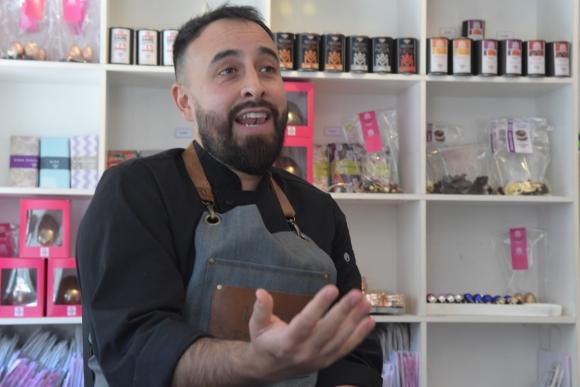 """Diferenciación. """"Nuestros chocolates son en su mayoría un 70% cacao. Es un chocolate orgánico, que viene de diferentes orígenes""""."""