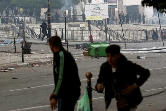 Manifestantes desafían en las calles al ejército pese a la caída del dictador Abdelaziz Buteflika. Foto: Reuters
