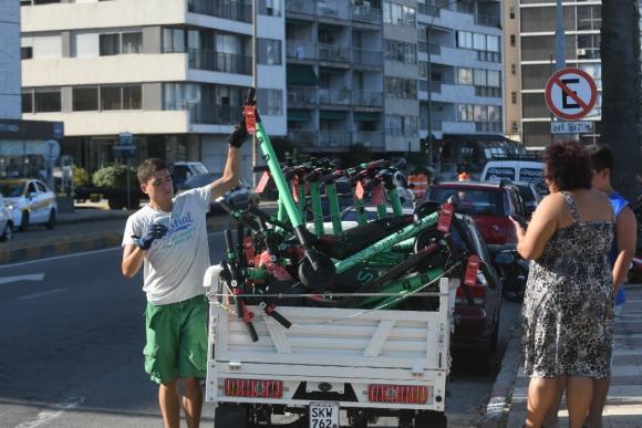 La llegada de Lime hará crecer de manera significativa la cantidad de monopatines en Montevideo. Foto: Francisco Flores