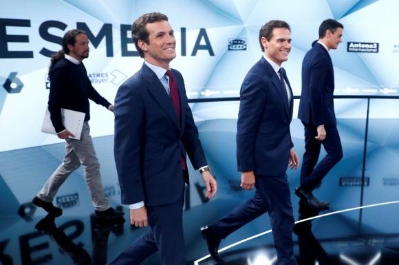 Protagonistas. Pablo Iglesias (Unidas Podemos), Pablo Casado (Partido Popular), Albert Rivera (Ciudadanos) y Pedro Sánchez (PSOE) llegan al set televisivo para encarar el segundo debate. Foto: Reuters.