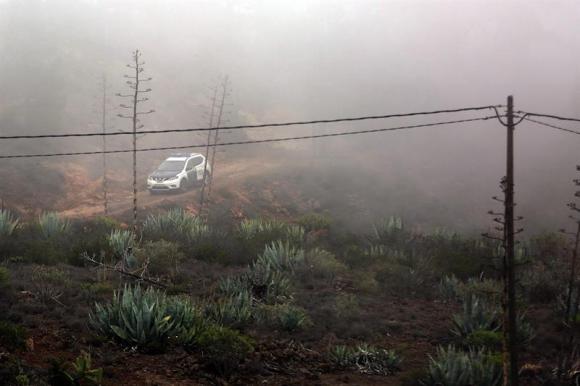 La Guardia Civil recorre la zona del doble asesinato. Foto: EFE.