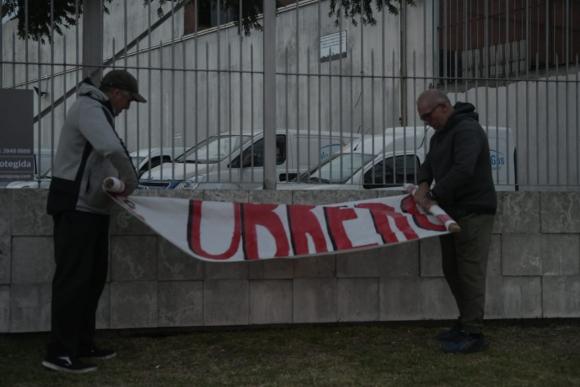 Trabajadores desocuparon planta de MontevideoGas. Foto: Marcelo Bonjour