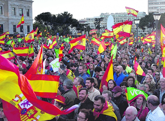 Vox, que por primera vez ingresará al Congreso de los Diputado, realizó su acto final en Madrid, el viernes, en el que mostró su renovado vigor. Foto: AFP