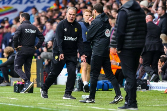 Marcelo Bielsa durante el encuentro entre el Leeds y el Aston Villa.