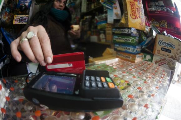 El comercio no está obligado a aceptar tarjetas de débito. Foto: Fernando Ponzetto