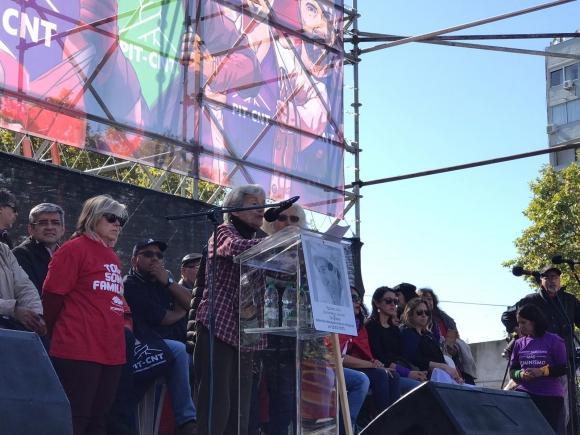 Alba González abrió el discurso. Foto: El País