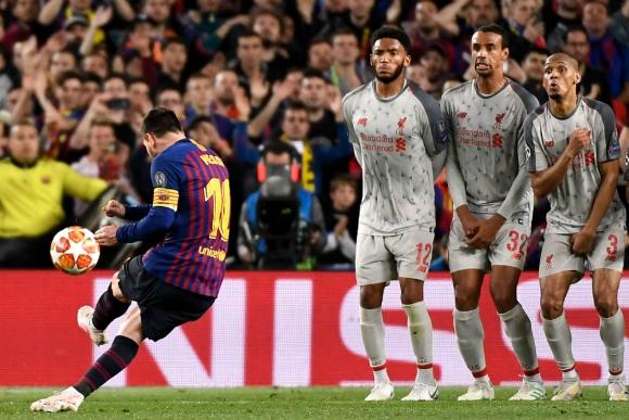 El momento que Lionel Messi ejecuta su formidable tiro libre