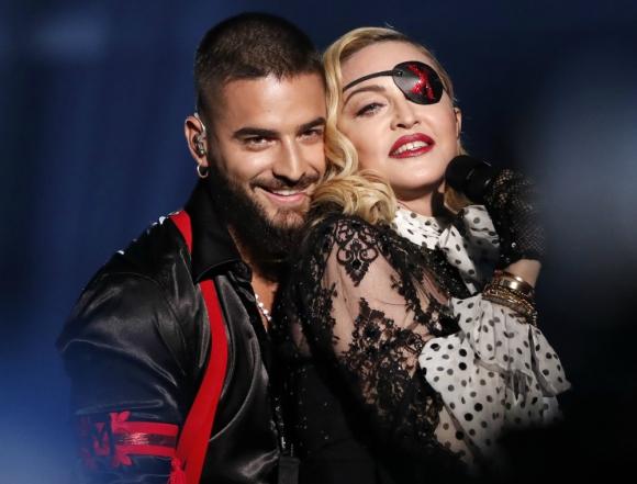 """Maluma y Madonna subieron al escenario para intepretar """"Medellín"""". Foto: AFP"""