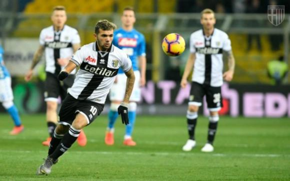 Nicolás Schiappacasse jugando en el Parma