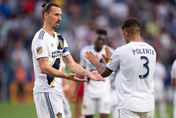 Diego Polenta y Zlatan Ibrahimovic en Los Angeles Galaxy. Foto: @LAGalaxy