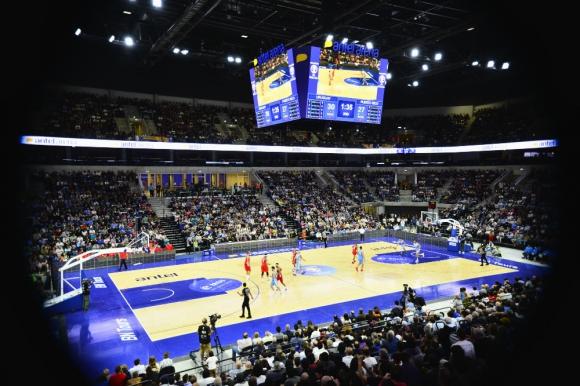 El Antel Arena al recibir su primer partido de básquetbol en noviembre de 2018 entre Uruguay y Puerto Rico.