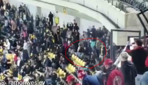 El gesto de un hincha de Peñarol denunciado.