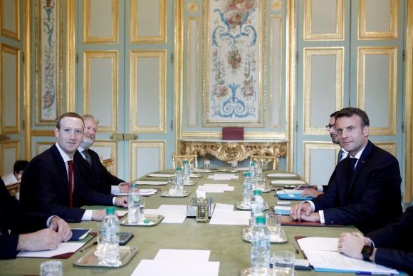 Zuckerberg y Macron en el Palacio del Elíseo. Foto: EFE