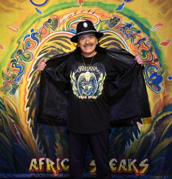 """Carlos Santana presentó su nuevo disco """"Africa Speaks"""" en la House of Blues de Las Vegas. Foto: AFP."""