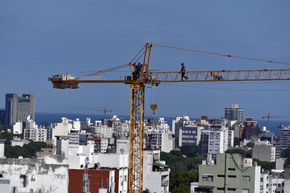 La normativa busca mejorar las condiciones de salud en los ambientes de trabajo. Foto: Fernando Ponzetto