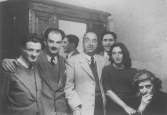 Mario Benedetti, Manuel Claps, Pablo Neruda, Rodríguez Monegal, Idea Vilariño y Ma. Carmen Portela. Foto: Archivo.