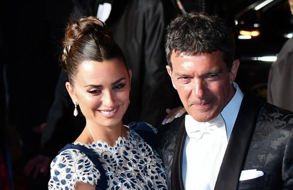 """Los protagonistas de """"Dolor y gloria"""", Penélope Cruz y Antonio Banderas desfilaron en Cannes"""
