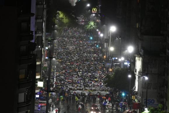 Una multitud llegó hasta 18 de Julio. Foto: Fernando Ponzetto