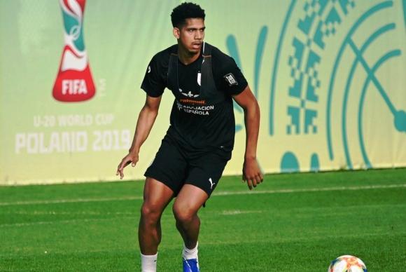Ronald Araújo en un entrenamiento con la selección sub 20. Foto: AUF.