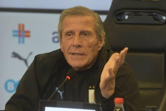 Óscar Washington Tabárez, DT de Uruguay, en conferencia de prensa. Foto: Francisco Flores.