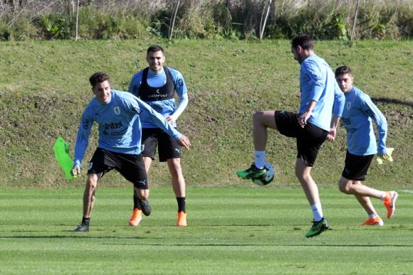 José María Giménez, Maxi Gómez, Diego Godín y Federico Valverde en el entrenamiento de Uruguay
