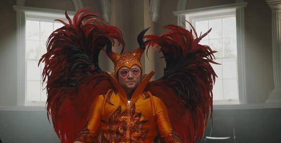 Taron Egerton como Elton John en la película Rocketman. Foto: Difusión