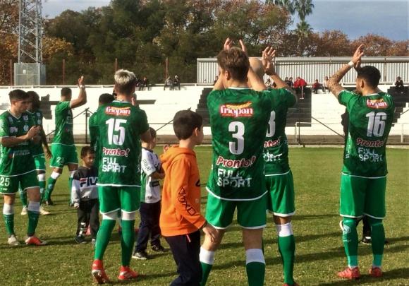 Jugadores de Plaza Colonia. Foto: AUF.