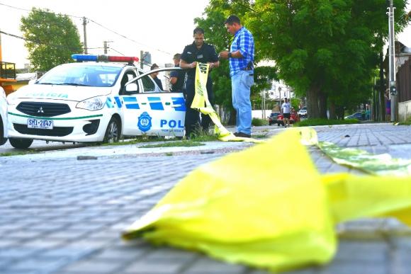 Operativo policial por homicidio en el barrio Pérez Castellano. Foto: Fernando Ponzetto