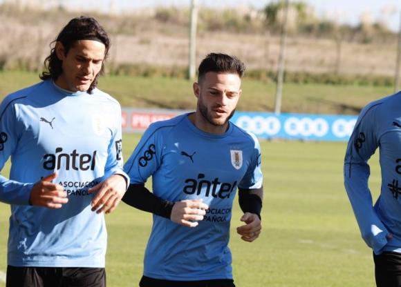 Cavani y Nández se sumaron a los entrenamientos de la selección