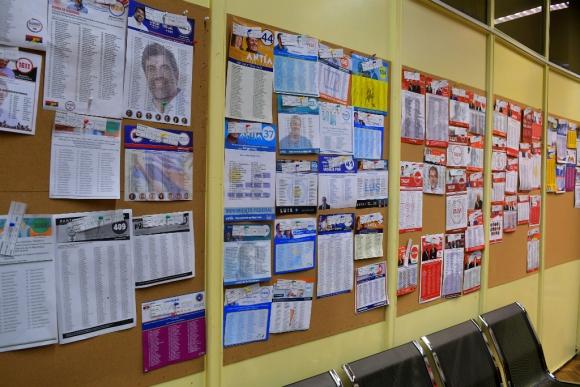 Listas de partidos para las elecciones internas. Foto: Francisco Flores