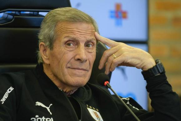 El Maestro Tabárez en conferencia de prensa. Foto: Gerardo Pérez.