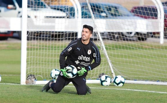 Luis Suárez volvió a atajar y esta vez le tocó perder