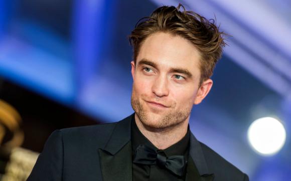 Robert Pattinson se pondrá la capucha y la capa para The Batman.