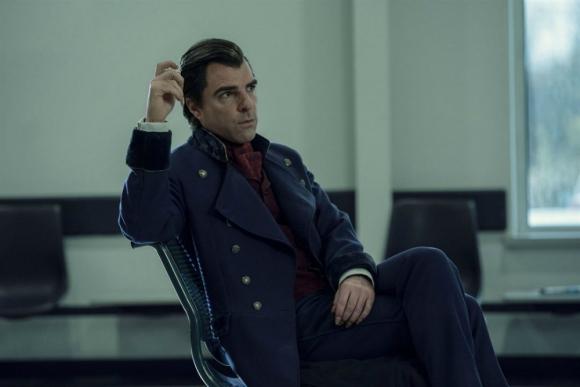 Zachary Quinto interpreta a Charles Manx, un vampiro que se alimenta del alma de los niños.