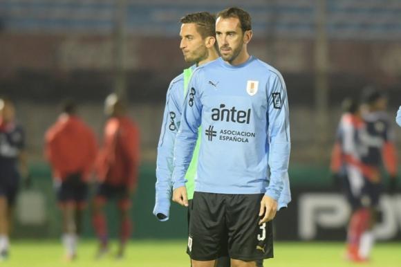Diego Godín y Rodrigo Bentancur previo al duelo ante Panamá. Foto: Marcelo Bonjour.