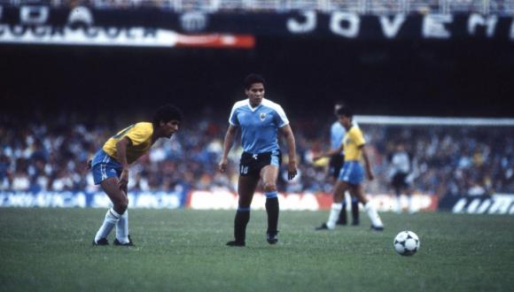 Uruguay ante Brasil en la Copa América 1989. Foto: Archivo El País.