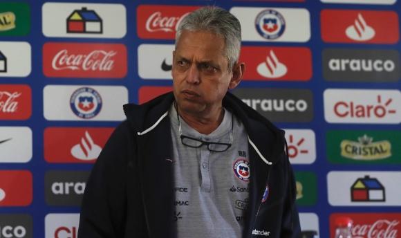 Reinaldo Rueda en la conferencia de prensa con la selección de Chile
