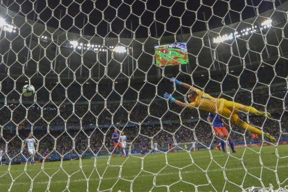 Golazo de Roger Martinez para el 1-0 de Colombia