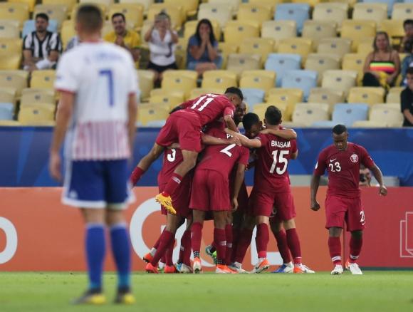 La selección de Catar festeja el gol del empate ante Paraguay. Foto: Reuters.
