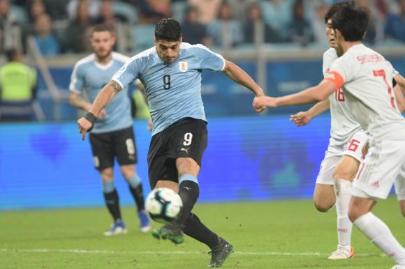 Luis Suárez en el partido entre Uruguay y Japón. Foto: Gerardo Pérez.