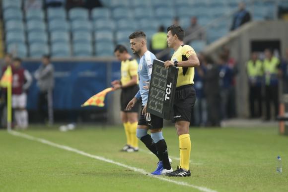 Giorgian De Arrascaeta ingresó en el segundo tiempo del partido contra Japón. Foto: Gerardo Pérez.