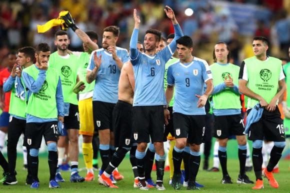 Rodrigo Bentancur luego de la victoria frente a Chile. Foto: Gerardo Pérez.