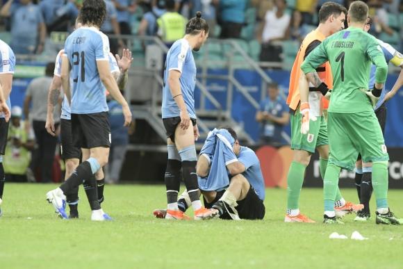 Suárez llora tras la eliminación de Uruguay. Foto: Gerardo Pérez.