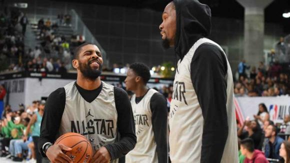 Kyrie Irving y Kevin Durant en un All Star Game. Foto: Marca.
