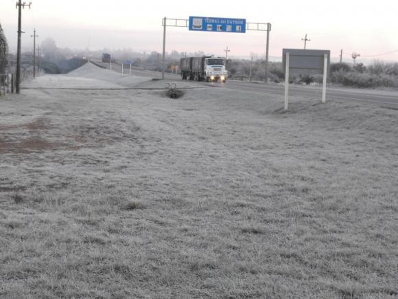 Salto amaneció con helada y temperaturas bajo cero. Foto: Luis Pérez